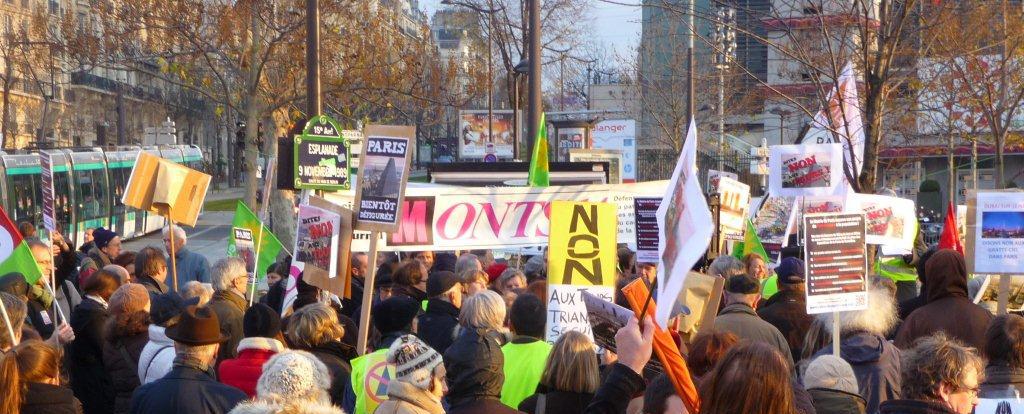 manifestation contre la Tour Triangle Paris2