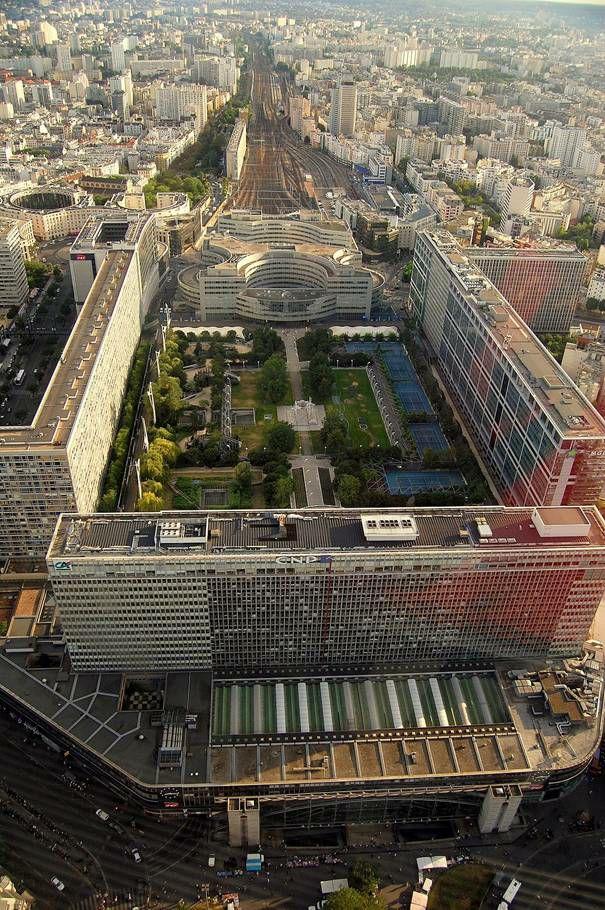 Mobilisation contre la tour triangle tour de bureaux for Piscine montparnasse